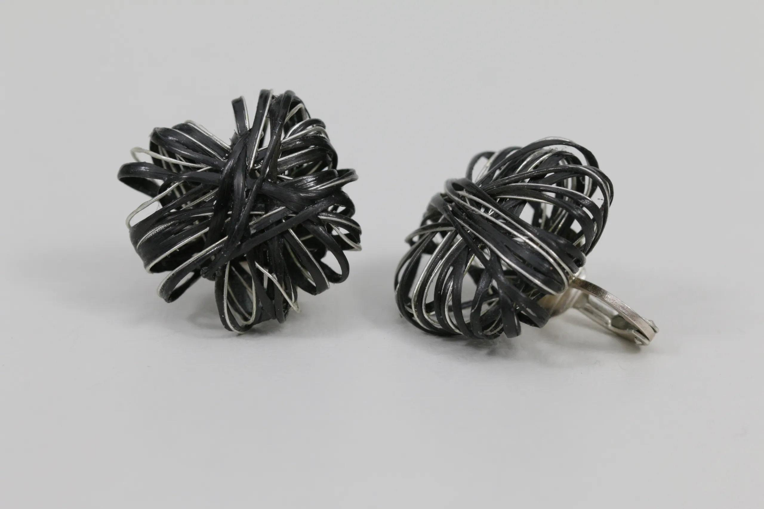 Carbon-Ohrringe mit Silber