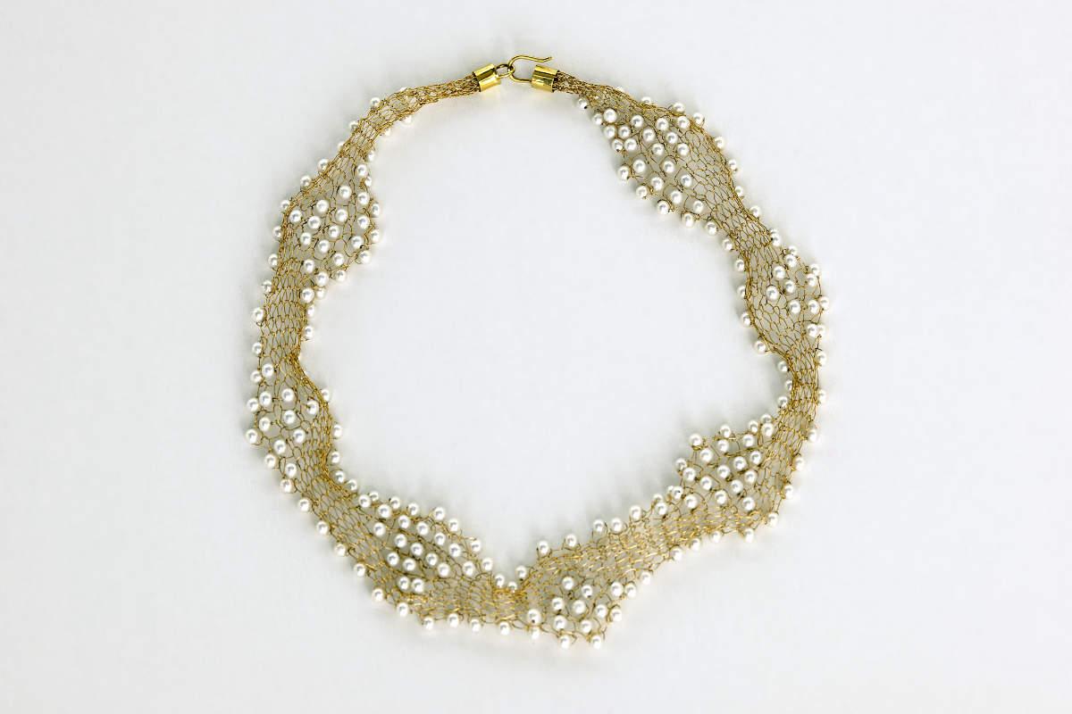 Collier aus 750er Gold (18 Karat) mit Akoya Perlen