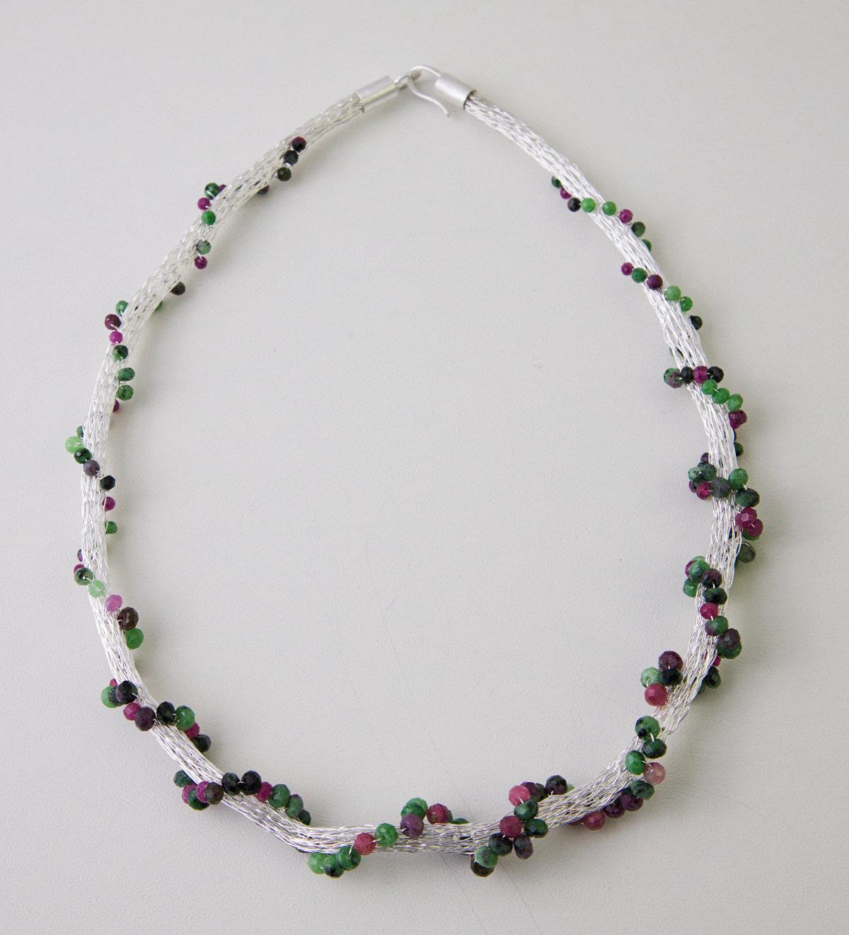 Collier Silber mit Anlaufschutz Rubingestein grün und rot facettiert