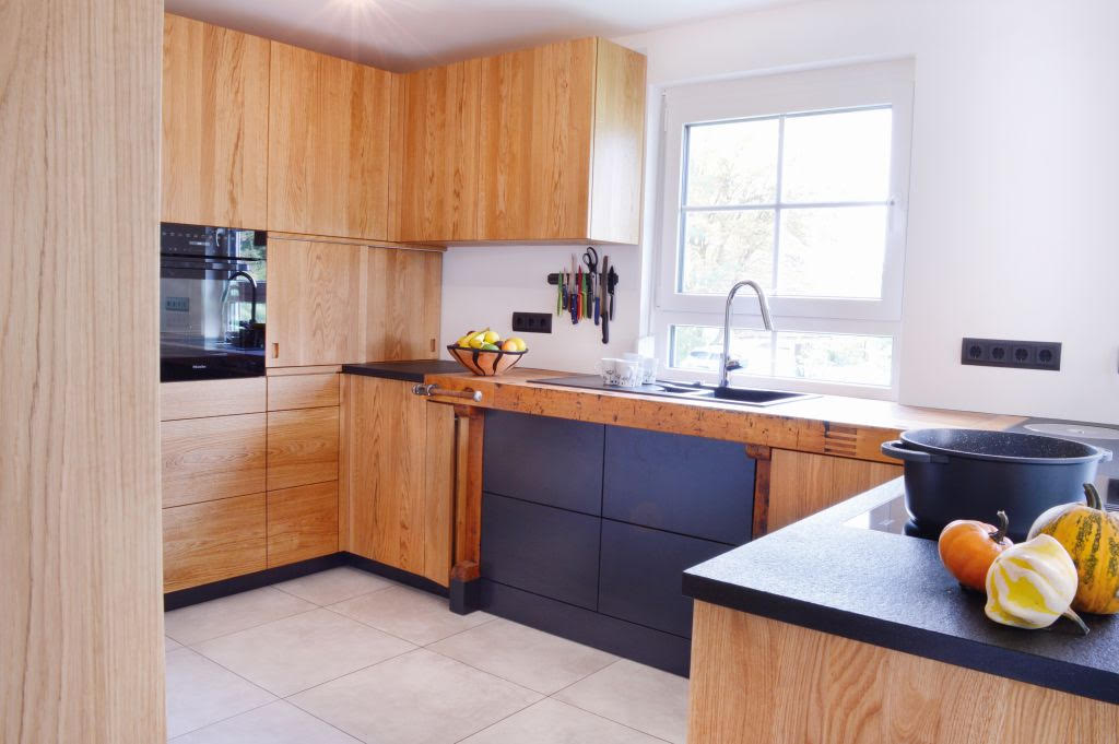 t2 Küche, Eiche massiv mit Hobelbank